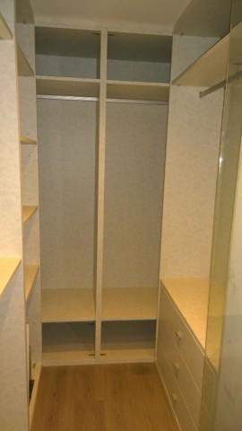 Detalle interior armario vestido