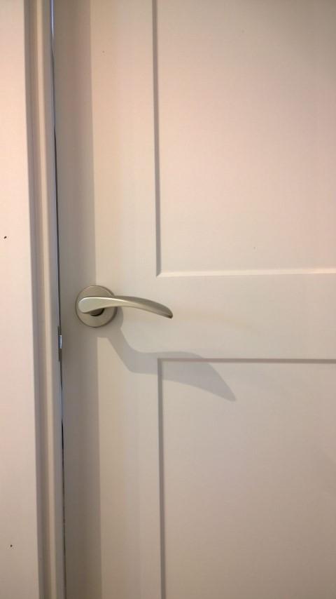 Puertas lacadas y puerta blindada exposici n puertas actur for Puertas dm lacadas en blanco
