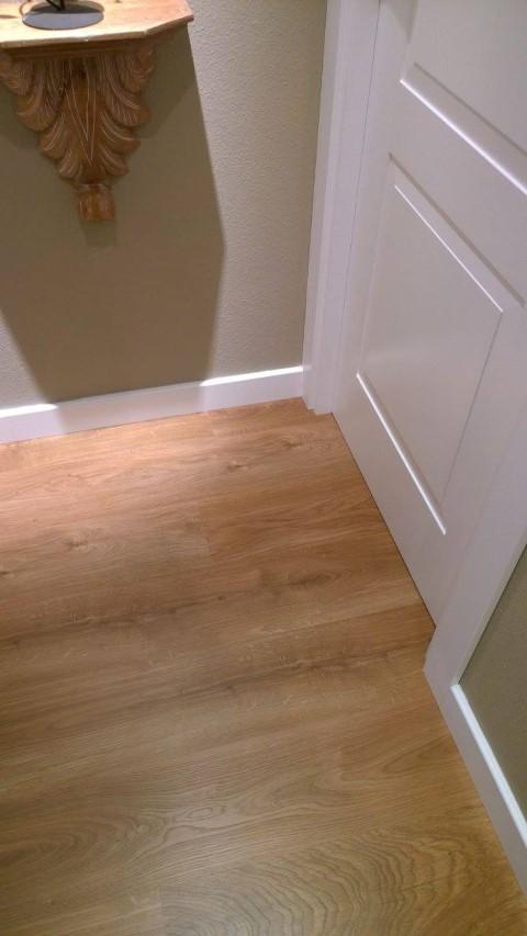 Puertas lacadas frente armario y suelo pergo puertas actur - Suelo laminado pvc ...