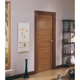 Puerta en madera de nogal