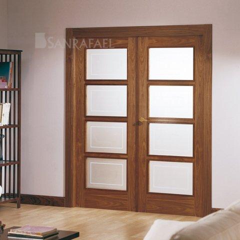 Puerta doble vidriera en madera de nogal