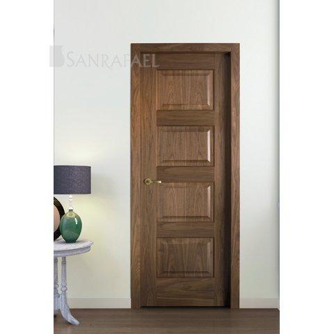 Puerta en madera de nogal y tablero moldeado