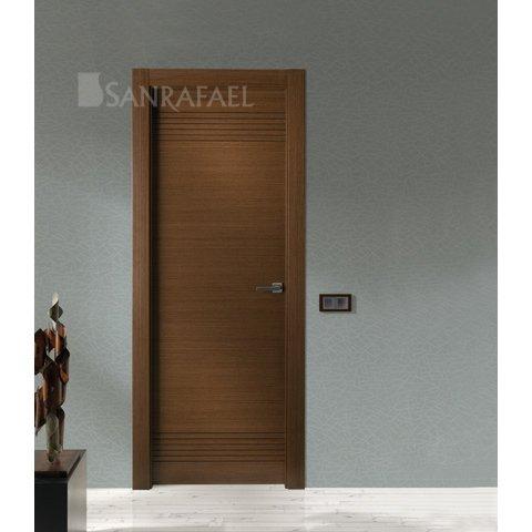 Puerta en madera wengué con acanalado en wengué