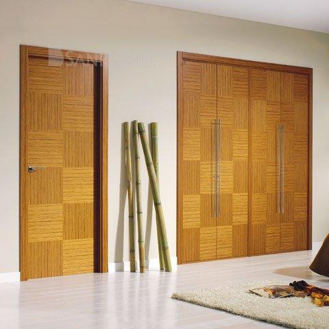 Puertas lisas en madera de teka uniforme