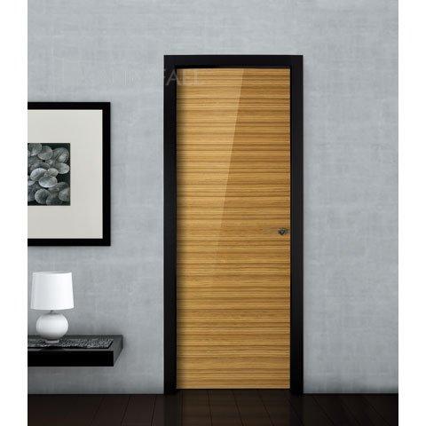 Puerta lisa en madera de cebrano y alto brillo