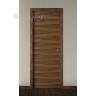 Puerta lisa en madera nogal veteado