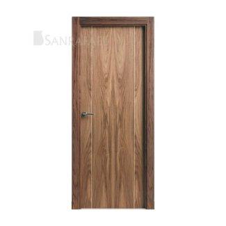 Puerta lisa en madera de nogal