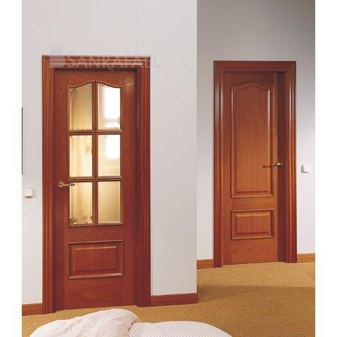 Puerta clásica en madera de sapelly