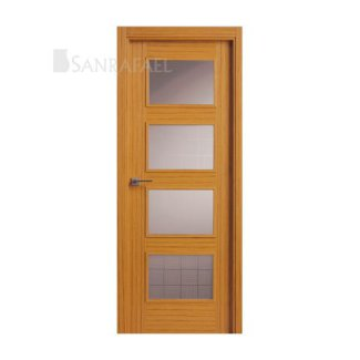 Puerta clásica en madera de teka uniforme