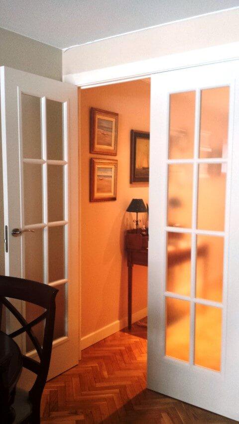 Frente armario y puertas lacadas exposici n puertas actur for Puerta 8 san marcos