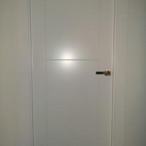Puerta de paso lacada blanca