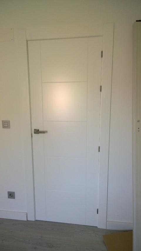 Puerta lacada blanca cool puerta lacada blanca modelo for Puerta blindada blanca