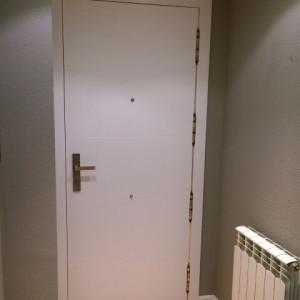 Serie lacada blanco 9005 - Forrado puerta de entrada