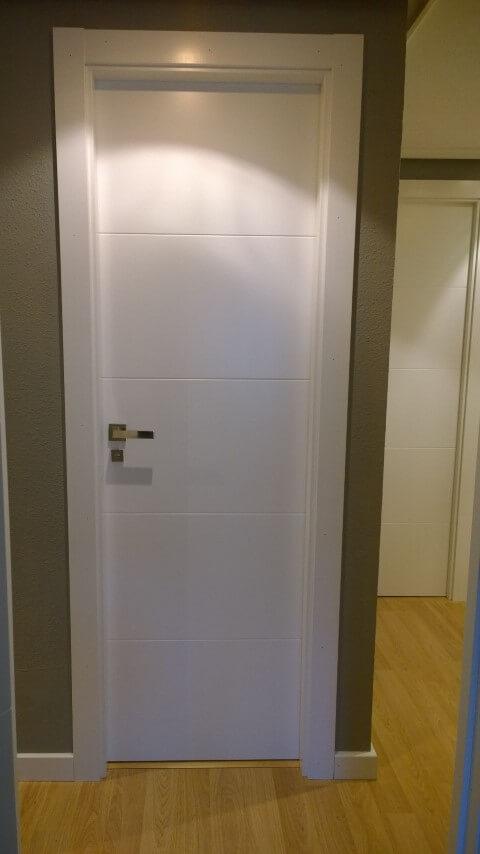 Puertas de paso y vidriera lacadas puertas actur for Puertas de paso blancas